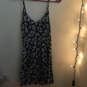 Floral blue and white sun dress 💙